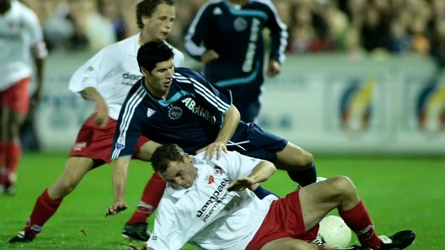 Kozakken Boys-Ajax in 2007, Albert Luque wordt getackeld