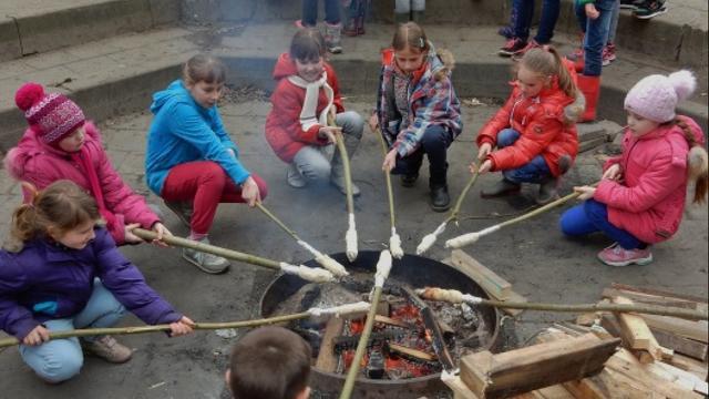 Wit-Russische kinderen houden creatieve week