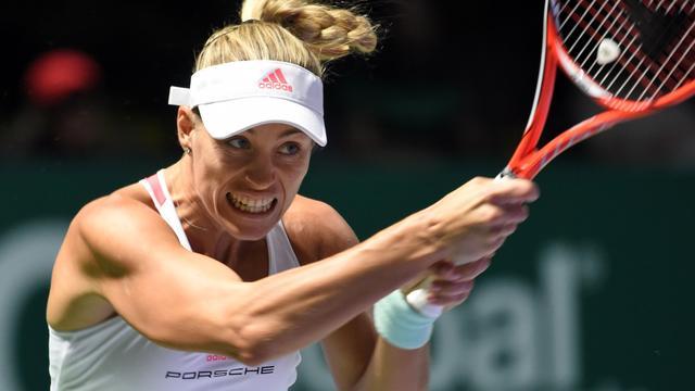Kerber verslaat ook Halep bij WTA Finals, Keys te sterk voor Cibulkova