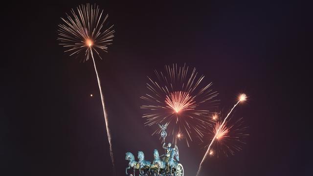 Europa verwelkomt 2016 met vuurwerkshows
