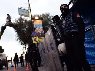 Na de aanslag zijn volgens de gouverneur van Istanbul ongeveer vijftig mensen aangehouden