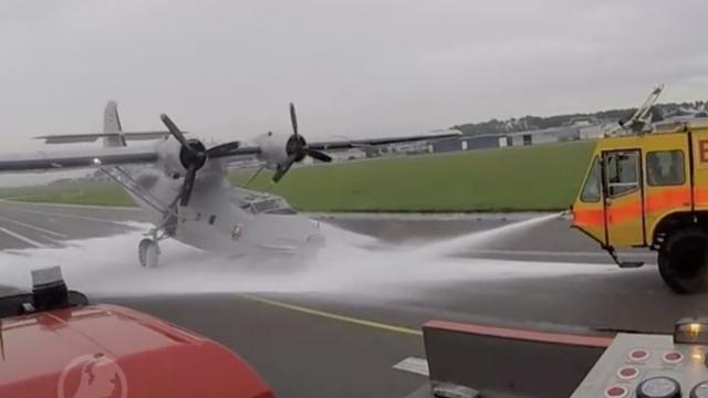 Noodlanding historisch vliegtuig Lelystad door ogen brandweer