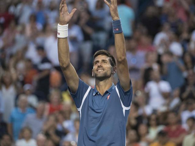 Djokovic moeizaam naar laatste vier bij Masterstoernooi Toronto
