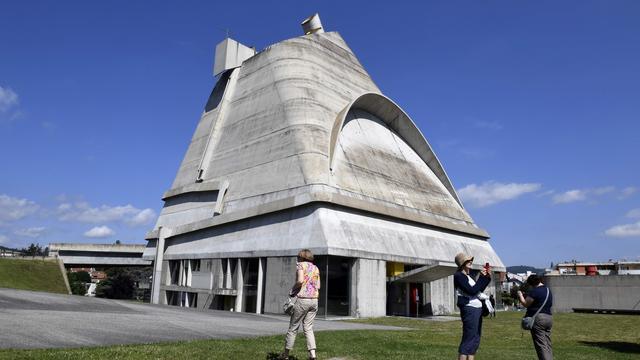 Architect le corbusier met zeventien ontwerpen op for Le architecte