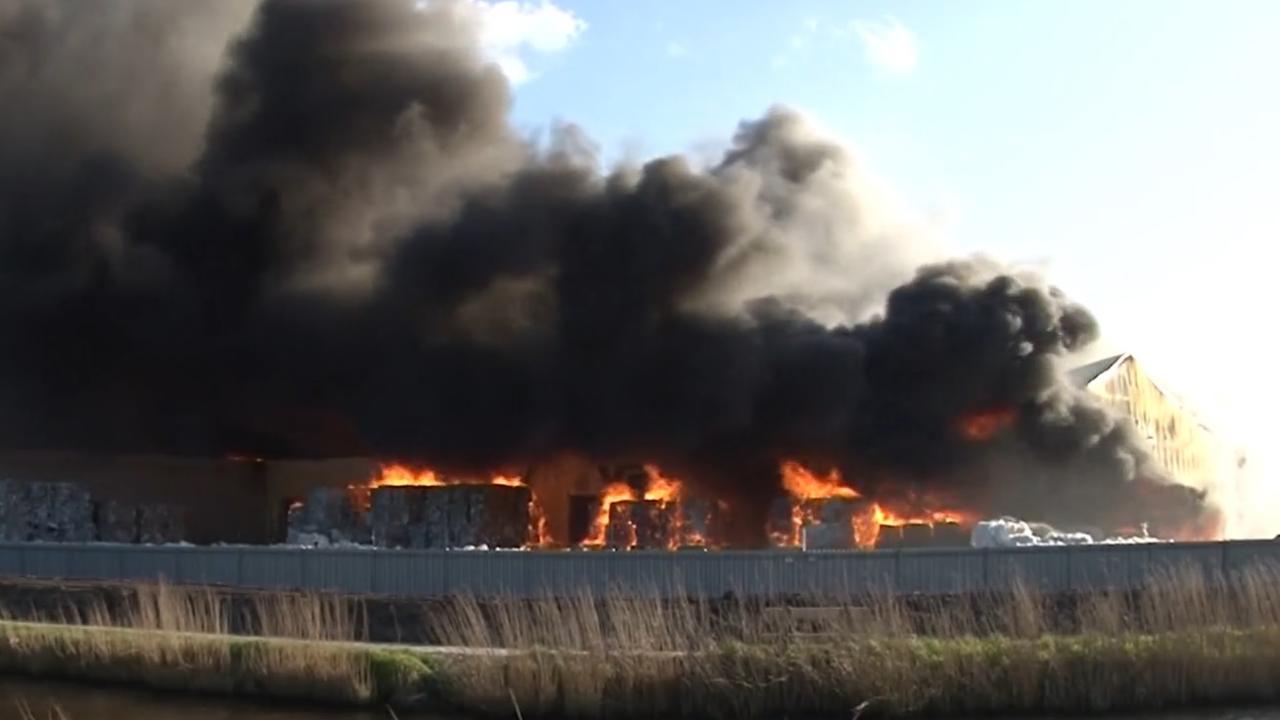 Grote brand in papierloods Scheemda