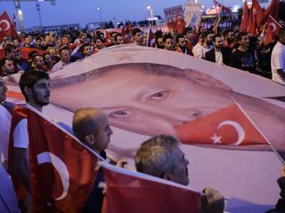 Waar komt de populariteit van de Turkse president vandaan?