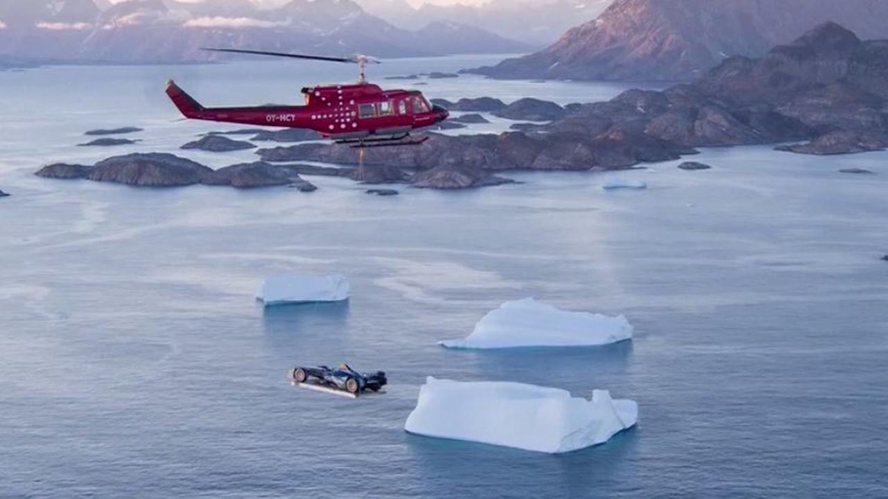 Coureur racet over de ijskappen van Groenland voor klimaatverandering