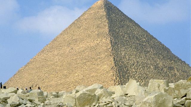 Archeologen vinden resten van vierduizend jaar oude piramide