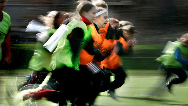 Voetbal steeds populairder bij meisjes en vrouwen