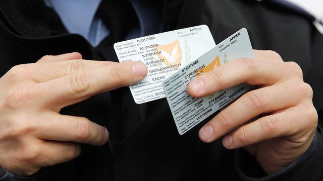 Agressieve pinner heeft haast, slaat man en laat ID-kaart achter