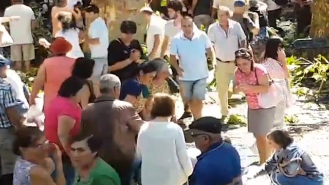 Camera legt moment dat boom omvalt op Portugees festival vast