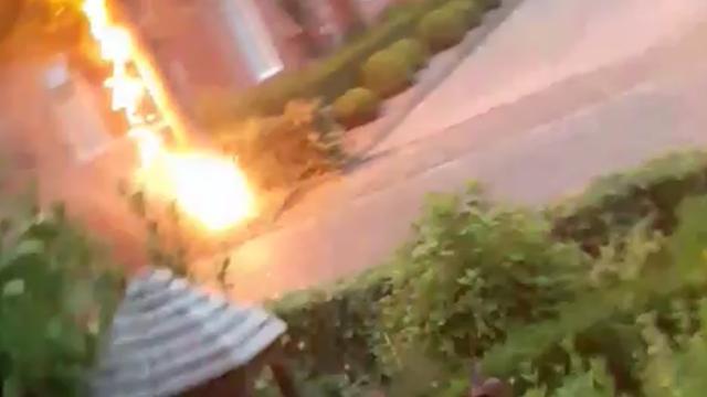 Vrouw filmt blikseminslag op meters afstand in Friese Molenend