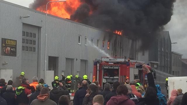 Grote brand op industrieterrein IJmuiden