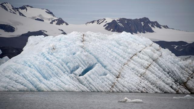 Huizen in Noorse Spitsbergen bedolven door lawine
