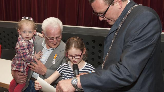 Kees Otte uit Wemeldinge verrast met lintje