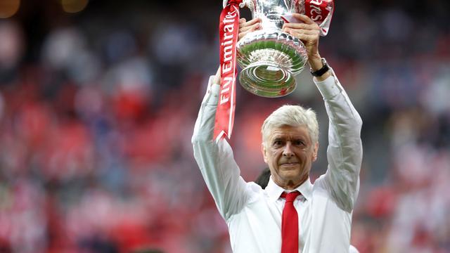'Wenger gaat aflopend contract bij Arsenal met twee jaar verlengen'