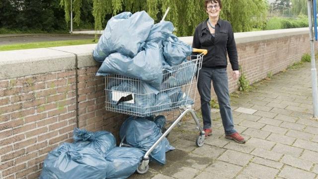Wijkvereniging Merenwijk houdt zwerfvuilactie