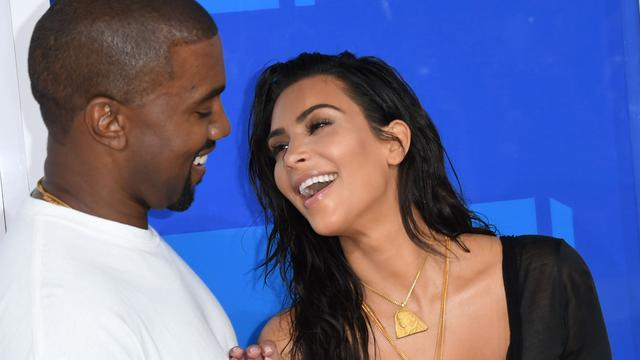 'Kim Kardashian en Kanye West vinden draagmoeder'