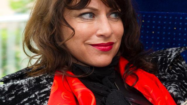 Ellen ten Damme treedt op met Jostiband