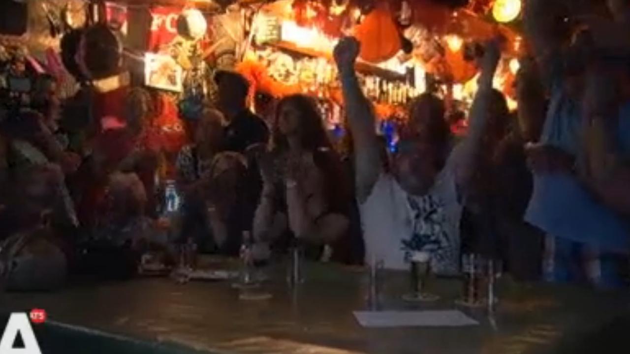 Stamkroeg Douwe Bob in extase na bereiken finale