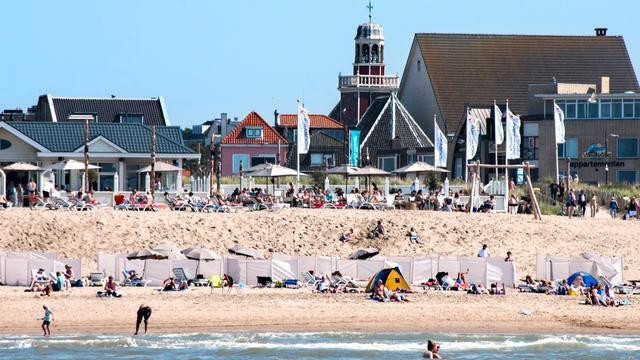 Vakantieverblijven Nederland in zomer bijna helft duurder