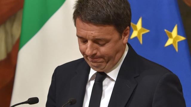 Italiaanse president vraagt Renzi ontslag uit te stellen