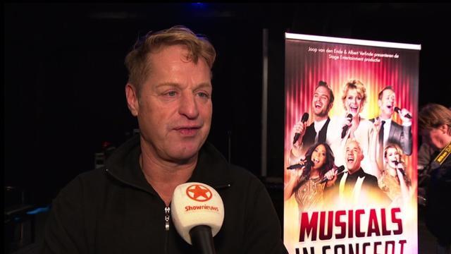 Tony Neef blij met autocue tijdens Musicals in Concert