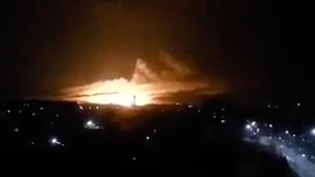 Torenhoge brand na aanval op grootste munitiedepot van Oekraïne