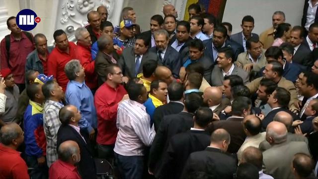 Ministers Venezuela met elkaar op vuist om president Maduro
