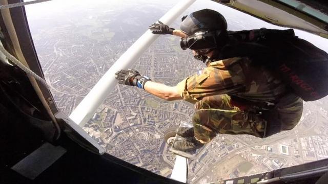 Parachutesprong toont Breda van andere kant