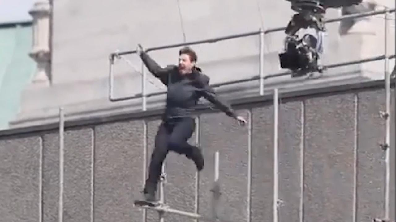 Tom Cruise springt tegen gebouw aan tijdens stunt