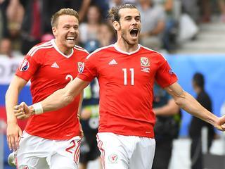 Britten zegevieren mede dankzij treffer Gareth Bale met 2-1
