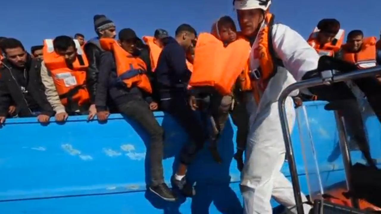Zo'n 8.500 bootvluchtelingen gered voor kust Italië