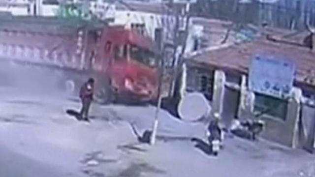 Truck rijdt in op huizen en doodt vijf mensen in China
