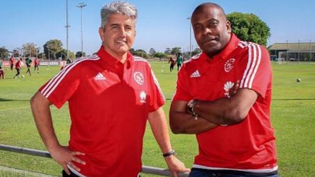 Menzo nieuwe trainer Ajax Cape Town