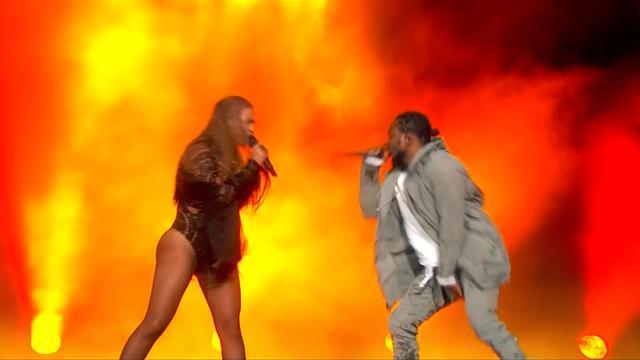 Beyoncé en Kendrick Lamar op podium BET Awards