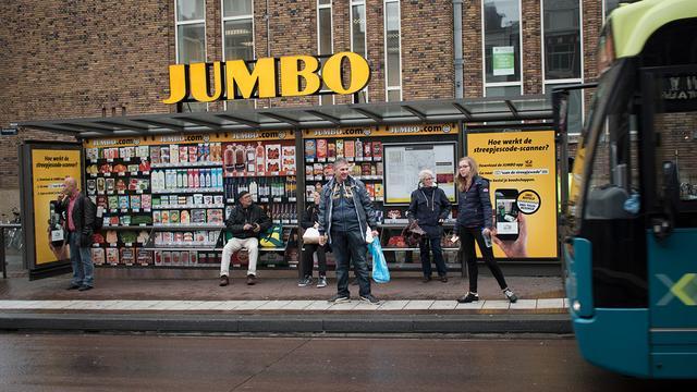 Bushokje Neude verbouwd tot digitale supermarkt