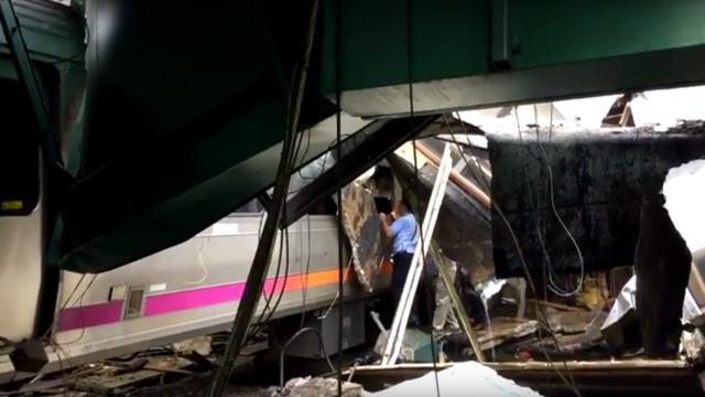 Doden en gewonden bij treinongeluk in station New Jersey