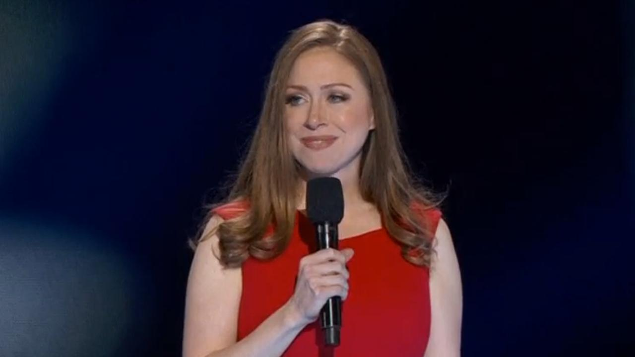 Chelsea Clinton prijst moeder Hillary in speech