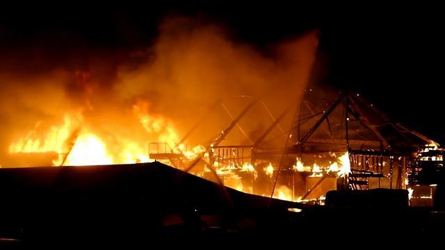 Grote brand in loods bootbedrijf Giethoorn