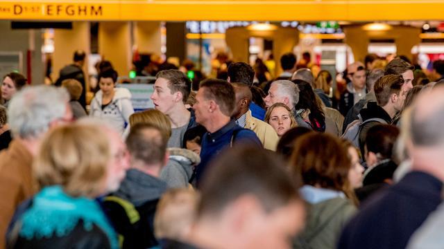 Schiphol zet deze zomer extra mensen in bij veiligheidscontroles