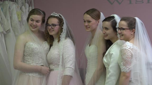 Bruidsjurken passen zonder te trouwen: 'Welke vrouw wil dat niet?'