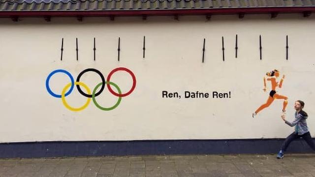 Kunstwerk voor Dafne Schippers op Adelaarstraat