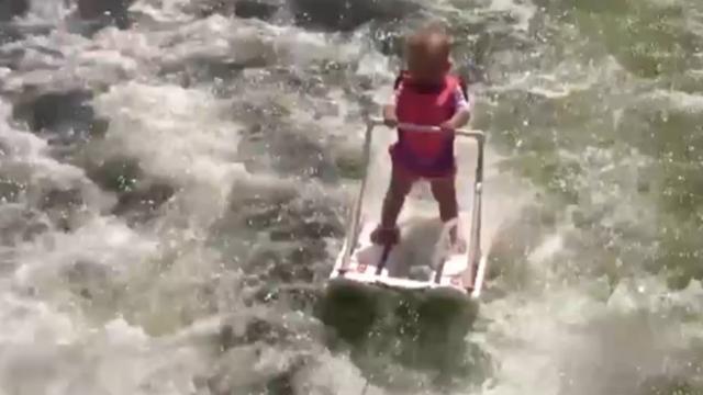 Zes maanden oude baby is jongste waterskiër ooit