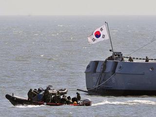 Zuid-Koreaanse marine vuurt waarschuwingsschoten af