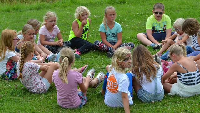 Vijftig kinderen sporten mee bij Athletes in Action