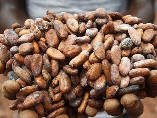 Uitstroom uit edelmetalen en juist instroom in cacao en olie
