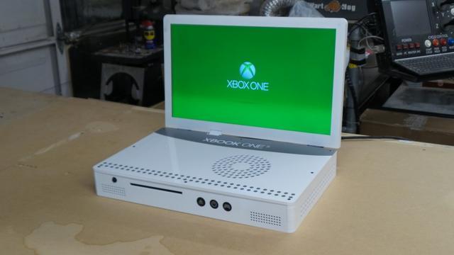 Man maakt 'laptop' van Xbox One S