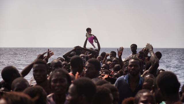 Italië haalt opnieuw duizenden migranten van zee voor Libische kust