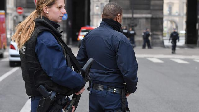 Man neergeschoten na aanval met hamer op agenten in Parijs